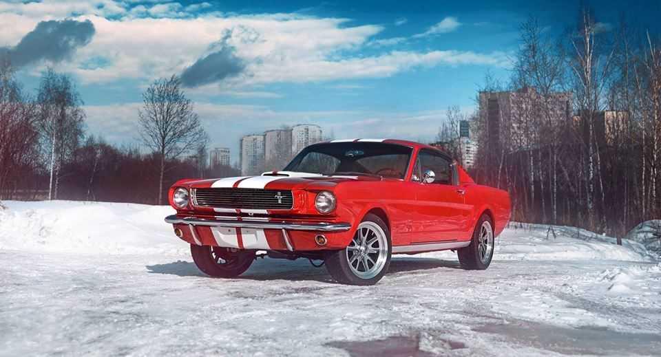 Ford Mustang Fastback 1965 року — для поціновувачів класики.